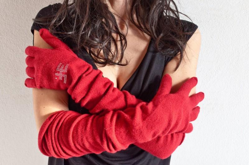 WhoChi 2 glove